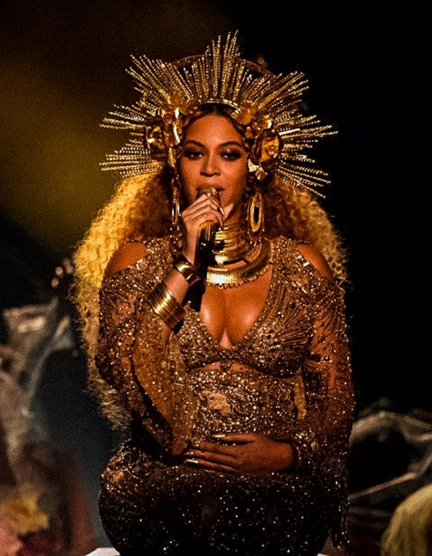 Pregnant beyonce performing crown grammy awards