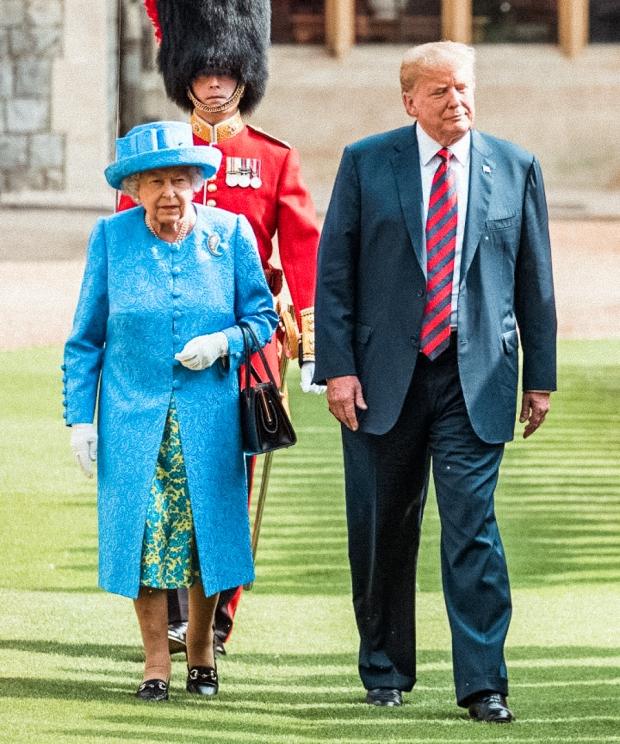 Queen walking donaldgold